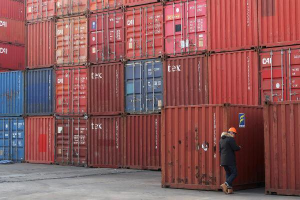 Một kho cảng container ở cảng Thiên Tân, Trung Quốc. Ảnh: Reuters